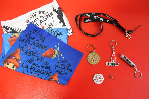Pins, Badges, porte-clés, leash, Tour de cou.