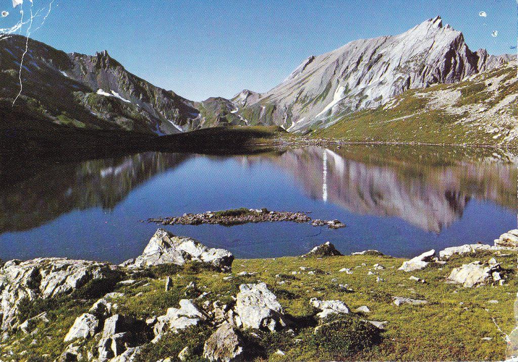 le Lac Jovet (2175m)et le Col du Bonhomme ©