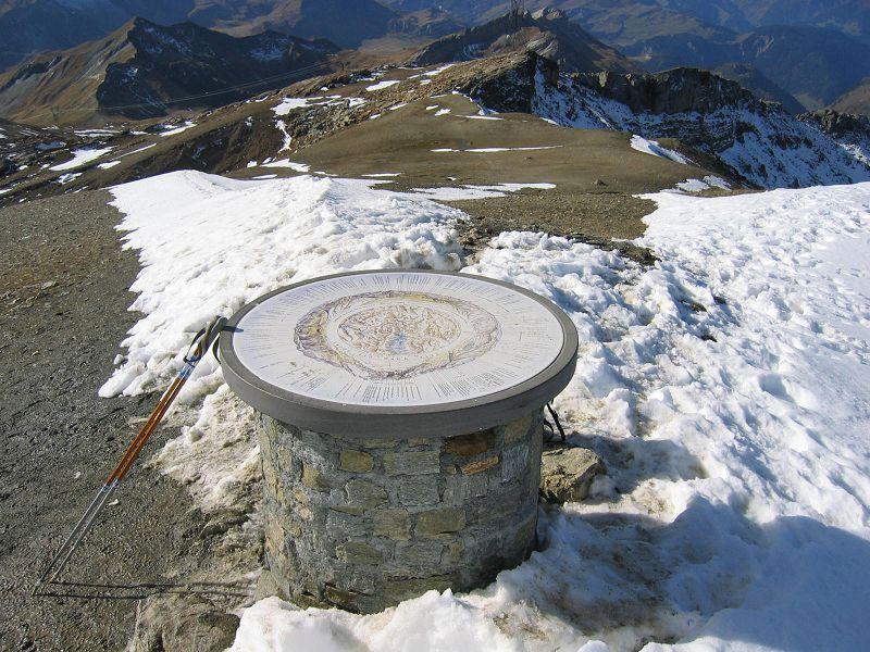 Table d'orientation à la Tête Nord des Fours 2600m ©